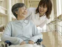 デイサービスでの夜勤専門の介護のお仕事です。