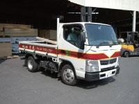 住宅建築資材をトラックで現場への配送