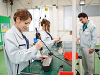 ■製品の簡単な機械を使った加工や、検査、梱包準備…