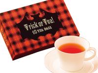 茶葉に含まれた異物を検出機と目視で取り除いていく…