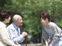 特別養護老人ホームで、高齢者の生活のサポートをお…