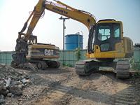 土木・建築現場において、建物等の建造物を解体する作…
