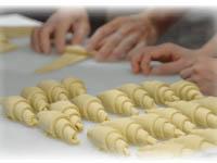 サンドウィッチや蒸しパン,ドーナツを作ったり,