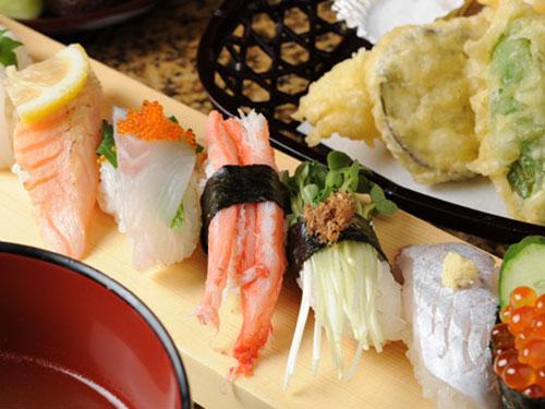 回転寿司 鮮 一宮店の求人情報を見る