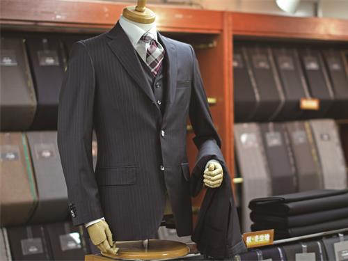 株式会社スーツレボリューションの求人情報を見る