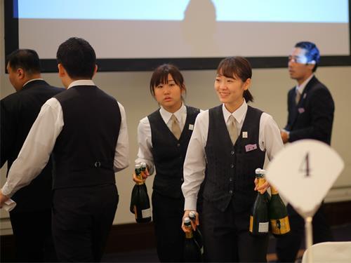 株式会社 新潟グランドホテルの求人情報を見る